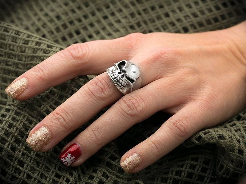 Starlingear Ring on Woman's Hand